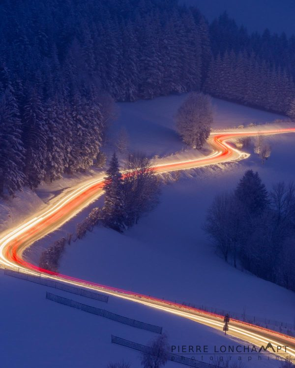 Paysage nocturne avec le plateau du Vercors sous la neige