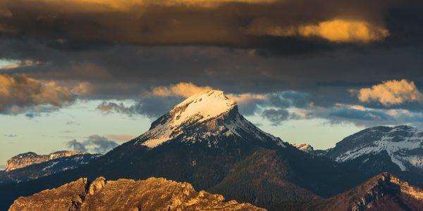 Après la pluie, le soleil sur le sommet de la Chartreuse : Chamechaude