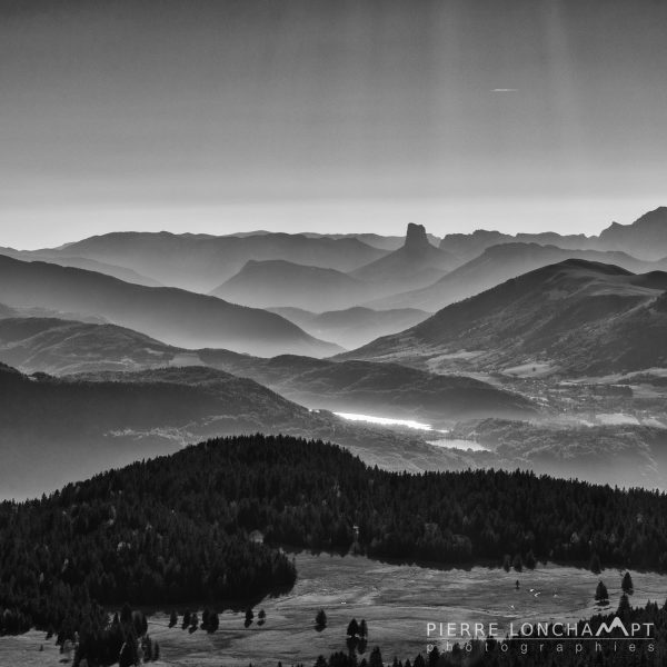 Panorama en noir & blanc sur le Vercors depuis la chaîne de Belledonne