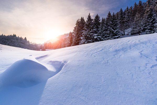 Coucher de soleil sur la neige fraiche