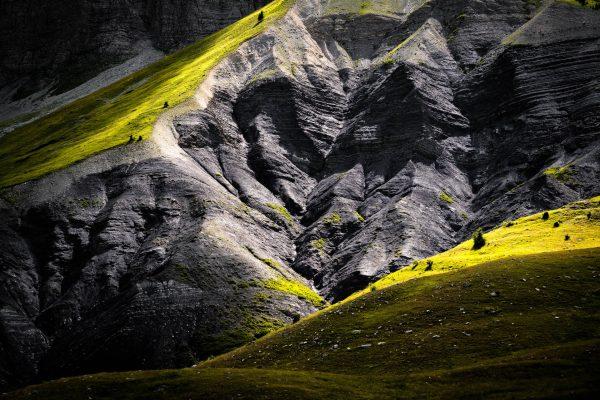 Contraste entre terre et lumière