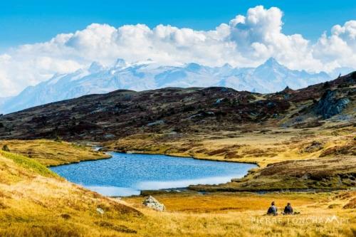 Contempler le paysage depuis le massif du Taillefer.