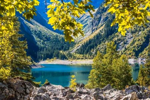 Lac du Lauvitel s'habille des premières couleurs de l'automne.